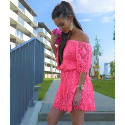 Rozkloszowana sukienka koronkowa, hiszpanka w kolorze neonowego różu z rękawkiem oraz odkrytymi ramionami