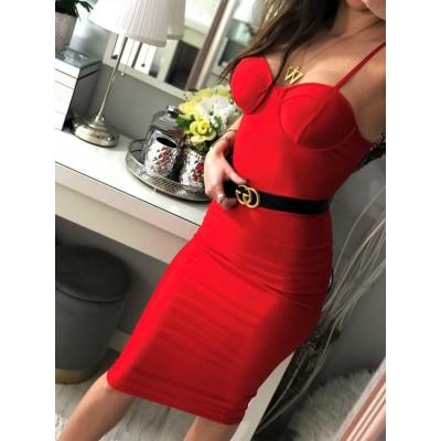 czerwona sukienka dopasowana midi z głębokim dekoltem
