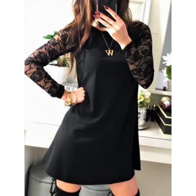 Elegancka czarna sukienka oversizowa z koronkowymi rękawami