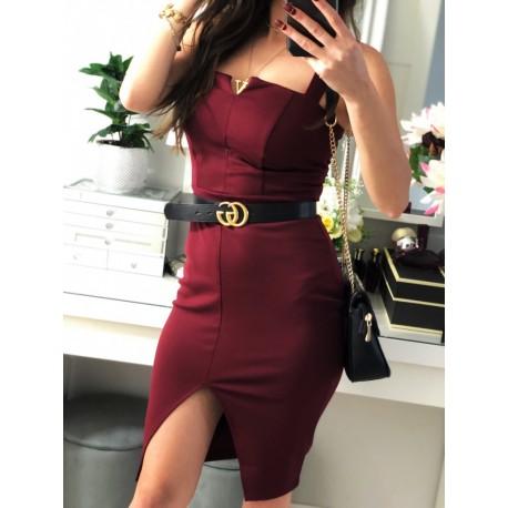 Elegancka bordowa sukienka z rozcięciem