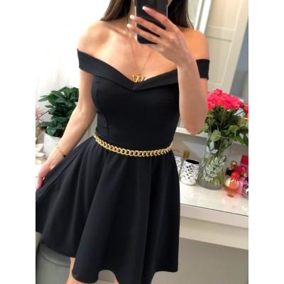 Czarna dopasowana sukienka z dekoltem