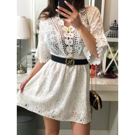 Biała koronkowa sukienka z rękawkiem 3/4 i transparentnym dekoltem i plecami