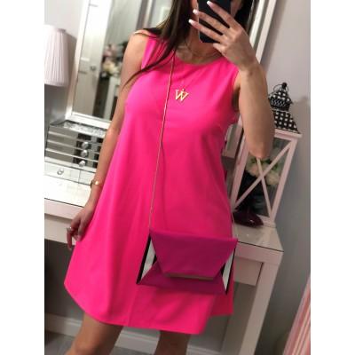 Prosta sukienka w kolorze neonowego różu