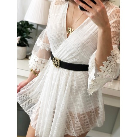 Biały kombinezon sukienka kopertowa z koronkowymi rękawami