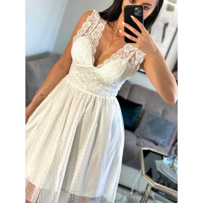 Marsala biała sukienka koronkowa z tiulem długości midi oraz głębokim dekoltem