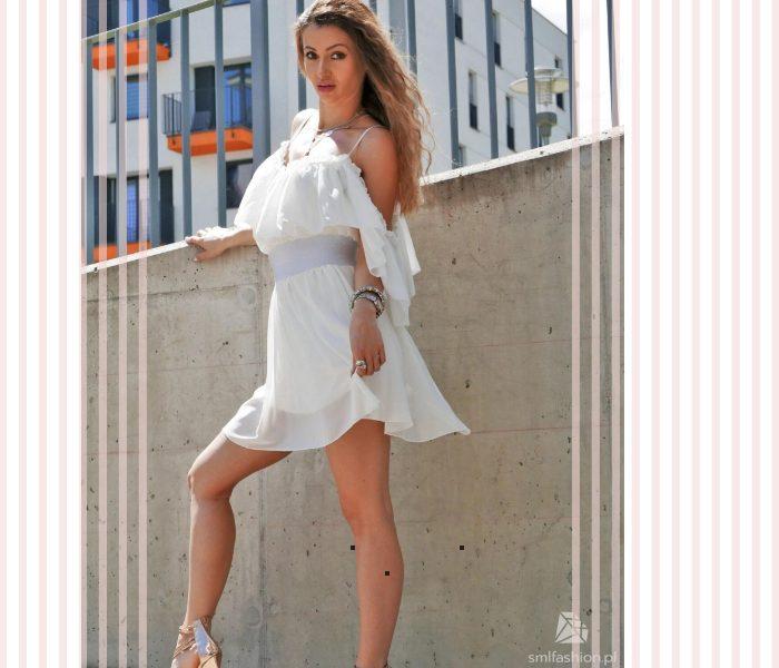 must have sezonu 2021 biała sukienka