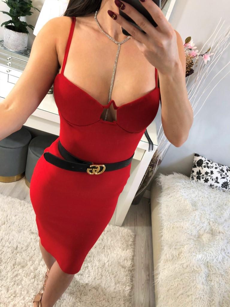 elegancka czerwona bandażowa sukienka