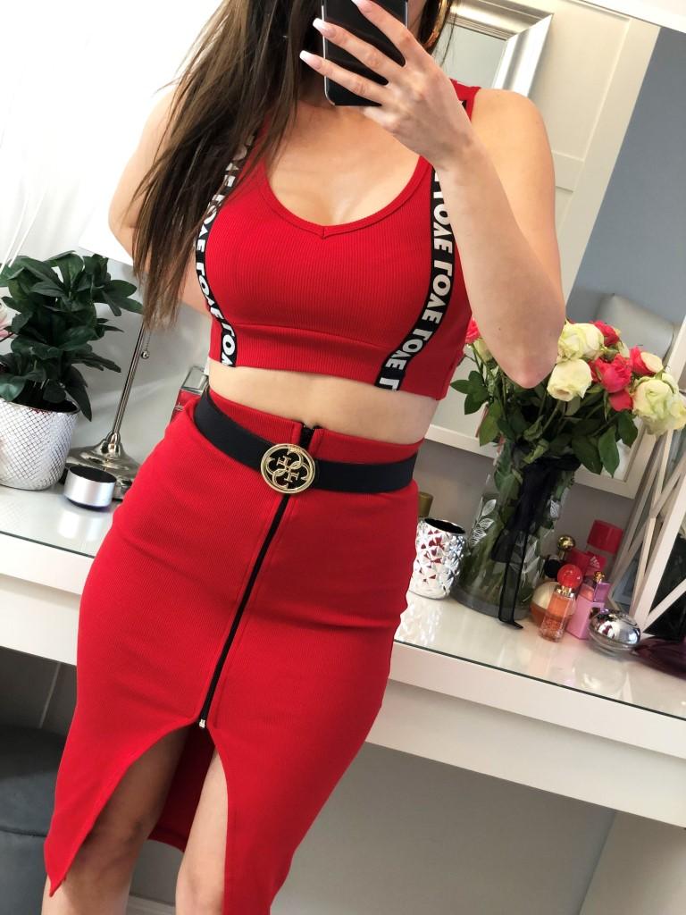czerwone komplety top i spódnica