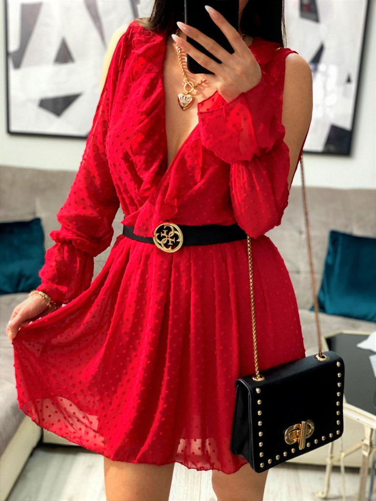 czerwona sukienka w groszki