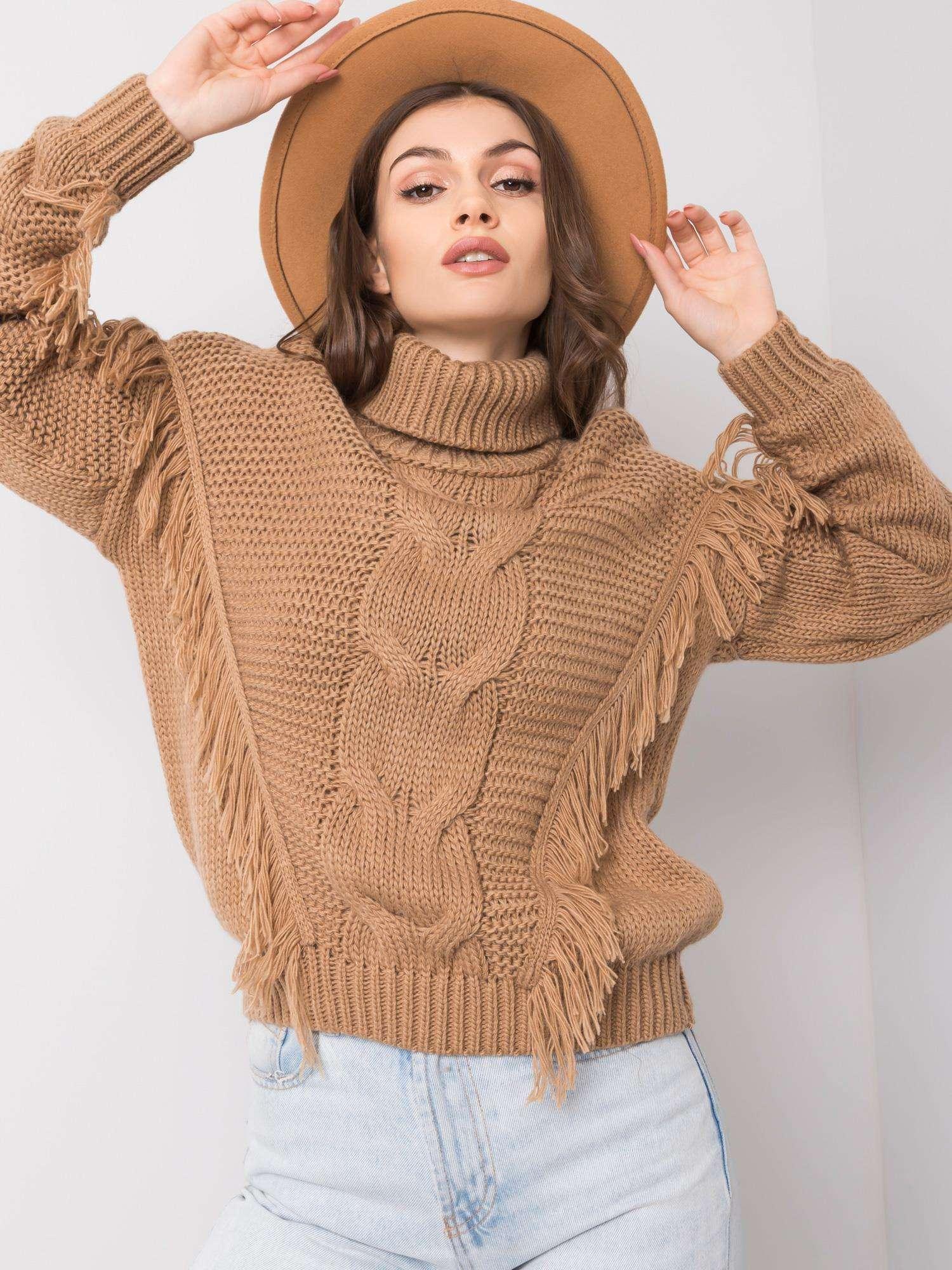 sweter damski karmelowy z fredzlami