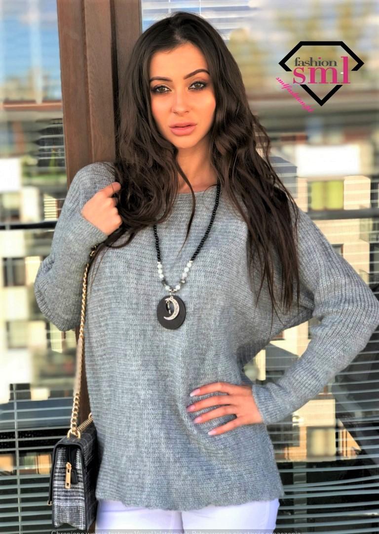szary ciepły sweter długi